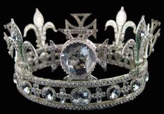 Queen Mary's circlet is taken from Queen Mary's original crown which was constructed in such a way that the arches could be removed allowing the crown to be worn as a circlet. The crown was first worn on June Royal Crown Jewels, Royal Crowns, Royal Tiaras, Royal Jewelry, Tiaras And Crowns, Queens Tiaras, Pageant Crowns, Invisible Crown, Circlet
