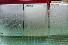 Splitcoaststampers - Tutorials. Glitter with embossing folders.