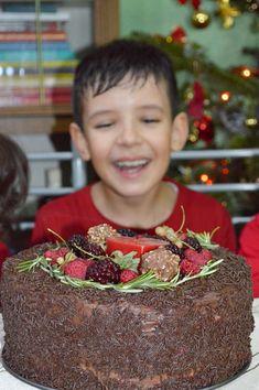 Tort cu mousse de ciocolata si zmeura - CAIETUL CU RETETE Crochet Necklace, Menu, Fashion, Menu Board Design, Moda, Fashion Styles, Fashion Illustrations
