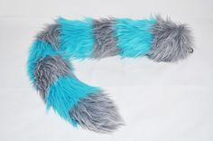 Le chat de Cheshire inspiré Kitty la fourrure fausse queue queue avec rayures bleu et gris  Ce chat de cheshire fausse fourrure gris et bleu inspiré de la