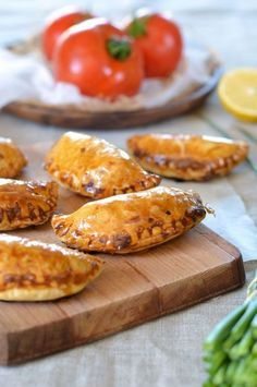 Empanadas au thon et chorizo - Recette - Tangerine Zest - The Best Easy Quick Recipes Lunch Recipes, Mexican Food Recipes, Cooking Recipes, Lunch Meals, Cooking Stuff, Chorizo Recipes, Quick Easy Meals, Quick Snacks, Food And Drink