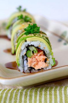 Image de food and sushi Salmon Roll, Salmon Sushi, Salmon Avocado, Spicy Salmon, Sushi Kunst, Teriyaki Chicken Sushi, Japan Sushi, Sushi Sushi, Sushi Comida