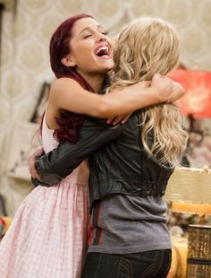 "ariana grande sam and cat photos | Ariana Grande and Jennette McCurdy in ""Sam & Cat"" - © Nickelodeon"