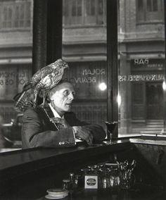 steroge will do — Robert Doisneau Mr Beauvoir - L'homme au faucon,. Robert Doisneau, Henri Cartier Bresson, Black White Photos, Black And White Photography, Vintage Photography, Street Photography, Rain Photography, Color Photography, Old Photos