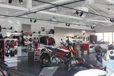 See Carl Fogarty at Ducati Worcester Opening on Sep 2019 Honda Motorcycles, Vintage Motorcycles, Womens Motorcycle Helmets, Motorcycle Girls, New Ducati, Ducati Monster, Royal Enfield, Worcester
