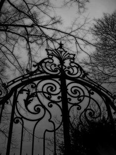 Gothic                                                                                                                                                                                 Mais