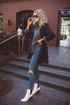 A flare of white Cara Loren, Autumn Winter Fashion, Winter Wear, Winter Style, Fall Fashion, Fashion 101, Sweater Weather, Fall Outfits, Stylish