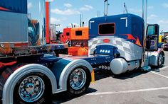Custom Big Trucks | Custom Big Rig Truck Show 2007 Peterbilt Photo 10