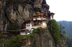 """Одно из самых сильных впечатлений моих путешествий – это королевство Бутан. Вернее, """"менеджмент"""" королевства. Удивительная страна, в которой есть только три источника доходов - перец чили, яблоки и туризм. И…"""