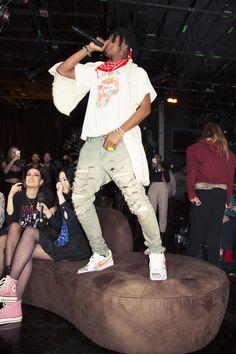 Playboi Carti is a very big on my fashion Trap, Black Men Street Fashion, Mens Fashion, Stage Outfits, Fashion Outfits, Rapper Outfits, Mode Hip Hop, Dream Cars, Lil Uzi Vert