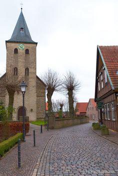 https://flic.kr/p/Pf7f8w   Gimbte bei Greven im Münsterland   Alter Fährweg mit der katholische Pfarrkirche St. Johannes Baptist im Dezember 2016
