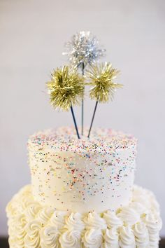 A colorful and vinbrant NYE wedding inspiration shoot with a sprinkle wedding cake and confetti wedding invitations. New Years Eve Weddings, New Years Eve Party, Sweets Cake, Cupcake Cakes, Cupcakes, Sprinkle Wedding Cakes, Birthday Cake Roses, Party Like Gatsby, New Year's Cake