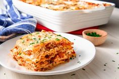 Lasagna is a classic comfort food that's pretty hard to mess up, but perfecting it is the real challenge. This easy, cheesy recipe will be a hit at family di. Cheesy Recipes, Vegan Recipes Easy, Italian Recipes, Beef Recipes, Cooking Recipes, Pasta Recipes, Italian Dishes, Easy Cooking, Yummy Recipes