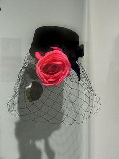Black velvet pillbox hat 1947 Vintage Glam, Vintage Beauty, Vintage Fashion, 1940's Fashion, Vintage Hats, Pillbox Hat, Beret, 1950s Hats, 1940s
