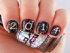 Who Wants To Try These New Year Nail Arts? - http://www.stylishboard.com/wants-try-new-year-nail-arts/