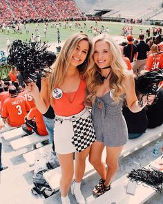 25 Trendy College Game Day Outfits to Copy This Season – The Metamorphosis – Basic Game Day Shirts Day Party Outfits, Winter Outfits, Casual Outfits, Cute Outfits, Fall College Outfits, Summer Outfits, Fashion Outfits, College Game Days, College Games