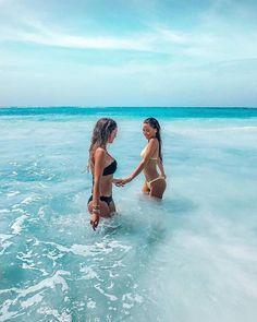 I love my friend so much Endless summer Summer fashion Summer vibes Summer pictures Summer photos Summer outfits April 21 2020 at Family Beach Pictures, Summer Pictures, Picture Poses, Picture Video, Alone Photography, Instagram Life, Instagram Beach, Trendy Swimwear, Family Posing