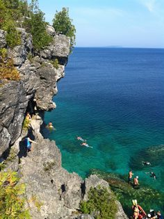 backpacked for days on this escarpment of Niagara Falls. Tobermory Ontario, Tobermory Canada, Oh The Places You'll Go, Places To Visit, Manitoulin Island, Lake Huron, Ocean Photography, Family Adventure, Canada Travel