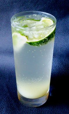 White Wine Spritzer - Low-Carb, So Simple!     1 tablespoon freshly squeezed organic lime juice  2 tablespoons dry white wine, alcoholic or non-alcoholic  6 drops (or to taste) liquid stevia  6 fl. oz. cold club soda     Directions    Mix the lime juice, wine and stevia in a highball glass.  Fill the glass with club soda and stir gently.  Serve with crushed ice and lime wedges. Makes one portion.