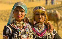 Rajasthani women in traditional desert costume, Sam Sand Dunes, Thar Desert, near Jaisalmer, Rajasthan, India