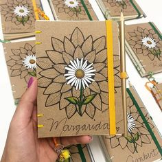 Notebook Diy, Doodle Art Journals, Floral Tattoo Design, Cute Notebooks, Fabric Journals, Art N Craft, Diy Blog, Handmade Books, Diy Embroidery