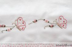 Disegni e spiegazioni per cucire e ricamare un lenzuolino da lettino Baby Embroidery, Hand Embroidery Stitches, Hand Embroidery Designs, Cross Stitch Embroidery, Baby Sheets, Heirloom Sewing, Baby Dress, Needlework, Crafts