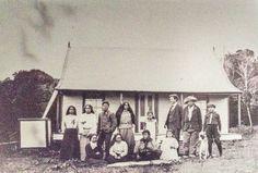 A group of Moriori and Māori people, from the late century. Filipino Tribal Tattoos, Hawaiian Tribal Tattoos, Chatham Islands, Nz History, Maori People, Cross Tattoo For Men, Nordic Tattoo, Kiwiana, Sad Stories