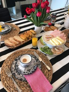 Breakfast table setting ideas 20 Ideas Steal good table setting and tablescape ideas for Breakfast And Brunch, English Breakfast, Breakfast Table Setting, Breakfast Buffet, Breakfast Pancakes, Breakfast Burritos, Breakfast Bake, Breakfast Bowls, Breakfast Ideas