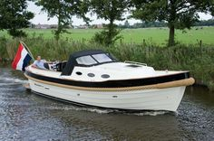 Cruiser Boat, Cabin Cruiser, Cool Boats, Small Boats, Boat Projects, Boat Interior, Boat Stuff, Castle House, Home Jobs