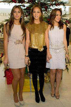 Ana Boyer, Isabel Preysler y Tamara Falcó en Oviedo Fashion Over 50, Star Fashion, Boho Fashion, Fashion Dresses, Fashion Looks, Womens Fashion, Types Of Dresses, Cute Dresses, Formal Dresses