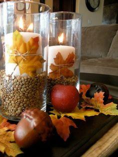 Detalles que decoran la mesa, ideal para eventos y sorprender a invitados: centro de mesa con una vela, semillas y hojas