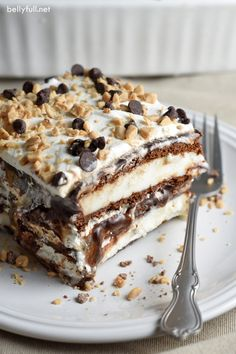Fudge Caramel Ice Cream Bar Cake Layers of ice cream bars, hot fudge, caramel, whipped topping, and toffee pieces make this super easy Ice Cream Bar Cake look like you labored over it! Hot Fudge, Fudge Ice Cream, Caramel Ice Cream, Ice Cream Treats, Ice Cream Desserts, Frozen Desserts, Ice Cream Recipes, Just Desserts, Delicious Desserts