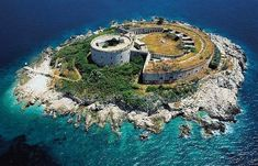 Fort Mamula - Abandoned island prison in Montenegro - now plans underway to transform to luxury resort. Montenegro, Les Balkans, Luxury Beach Resorts, Luxury Spa, Luxury Hotels, Beach Hotels, Voyage Europe, Holiday Resort, Parc National