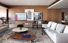 Living projetado por João Armentano. Todo revestido por painéis de madeira. Móveis de luxo, assinados e com design contemporâneo. Decoração Arquitetura de Interiores sala de estar