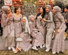 New Casual Bridesmaid Dress With Converse 25 Ideas Hijab Gown, Kebaya Hijab, Hijab Evening Dress, Hijab Dress Party, Hijab Style Dress, Kebaya Dress, Kebaya Muslim, Muslim Dress, Muslimah Wedding Dress
