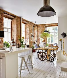 Check out the cool industrial vibe of this kitchen via lialeukinterieuradvies.nl/