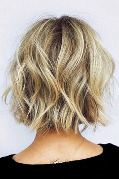 Wavy Layered Medium Bob ❤ Medium bob haircuts are fancied by women all around the globe due to their versatility and a huge number of winning qualities. See our photo gallery. Asymmetrical Bob Haircuts, Layered Bob Hairstyles, Hairstyles Haircuts, Trending Hairstyles, Choppy Bob Haircuts, Shaggy Bob, Line Bob Haircut, Care Haircut, Short Haircuts