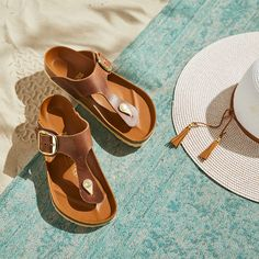 Discover new sandals and shoes for the season. Simple Style, Classic Style, My Style, All Fashion, Autumn Fashion, Fashion Trends, Sandy Toes, Summer Collection, Sunnies