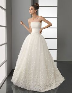 Gorgeous+strapless+ball+gown+sweep+/+brush+train+bridal+gowns $536.00