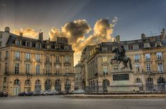 This secret Paris tour will take you to all the most beautiful spots of central Paris that people miss all the time. Waouaw effect garanteed :-)