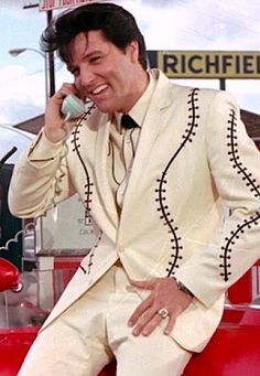 ★Elvis on the Phone Priscilla Presley, Lisa Marie Presley, Elvis Presley Pictures, Elvis Presley Movies, Michael Jackson, Graceland Elvis, Star Wars, Star Pictures, Good Looking Men