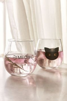 Meow Wine Tumblers //Follow us on Instagram, Facebook and Twitter: @thebohemianwedding // #weddingideas #giftideas Cat Wine Glasses, Stemless Wine Glasses, Wine Decanter, Cat Lady, 21 Things, Random Things, Black Cats, Black Kitty, Cat Lover Gifts