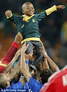 A little boy who invaded the pitch is carried by Brazil's players at the end of a friendly football match between South Africa and Brazil at the Soccer City stadium in Soweto, outside Johannesburg Soccer Art, Soccer Match, Soccer Games, Play Soccer, Football Match, Basketball, Brazil Players, Brazilian Soccer Players, Football Tournament