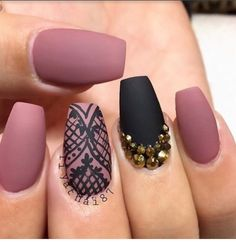 Almond shaped nails.Love the design.