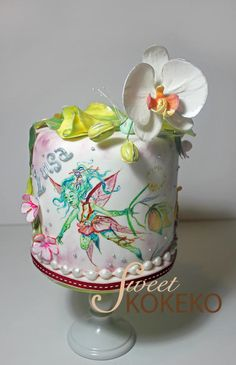 This cake was for a woman who loves fairies and also flowers. So I combinate her two favourite things in this cake. I made a free-hand painted fairy over the cake and a lot of flowers over and around. Gorgeous Cakes, Pretty Cakes, Amazing Cakes, Cupcakes, Cupcake Cakes, Mini Cakes, Orchid Cake, Cake Competition, Teen Cakes