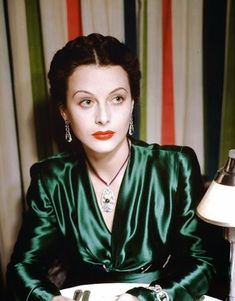 Hedy Lamarr: The Hollywood Beauty With Brilliant Mind ~ vintage everyday Hollywood Vintage, Hollywood Icons, Old Hollywood Glamour, Golden Age Of Hollywood, Vintage Glamour, Hollywood Stars, Hollywood Actresses, Classic Hollywood, Vintage Makeup