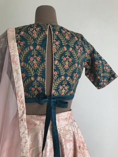 The Knotted Glow Garden Blouse – The Peach Project by Ayesha Saree Blouse Patterns, Sari Blouse Designs, Fancy Blouse Designs, Designer Blouse Patterns, Lehenga Blouse, Designer Saree Blouses, Traditional Blouse Designs, Lengha Saree, Silk Lehenga