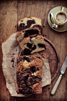 there is something delicious going on here but google translate is sorely in order :: babka marbled cake