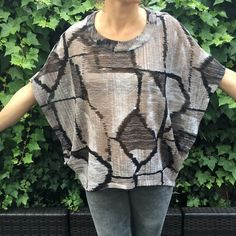 Vintage neutral top Vintage top, geometric print in great neutrals. AMAZING FIT AND DRAPE Tops