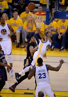 Description of . Golden State Warriors' Shaun Livingston (34) takes a shot against the New Orleans Pelicans in the fourth quarter of Game 2 of the first round of the NBA Western Conference playoffs at Oracle Arena in Oakland, Calif., on Monday, April 20, 2015.  (Jose Carlos Fajardo/Bay Area News Group)